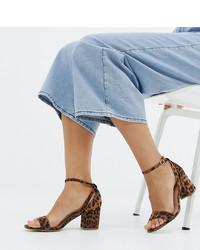 Sandales à talons en daim imprimées léopard brunes New Look Wide Fit