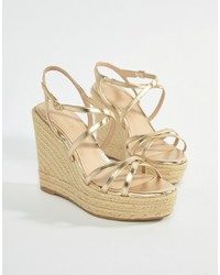 Sandales compensées en cuir dorées Mango