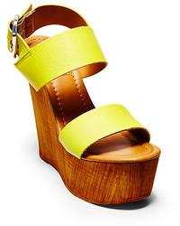 Sandales compensées en cuir jaunes
