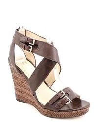 Sandales compensées en cuir marron foncé