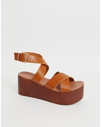Sandales compensées en cuir marron New Look