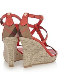 Sandales compensées en cuir rouges Burberry