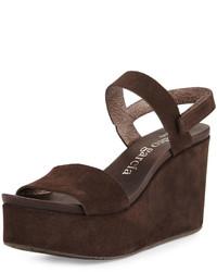 Sandales compensées en daim marron foncé