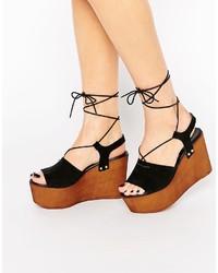 Sandales compensées en daim noires Asos