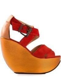Sandales compensées en daim rouges