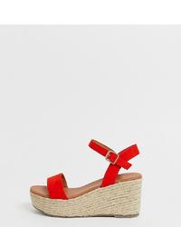 Sandales compensées en daim rouges New Look