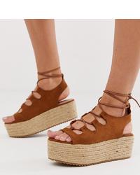Sandales compensées en daim tabac New Look