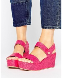 Sandales compensées fuchsia Love Moschino