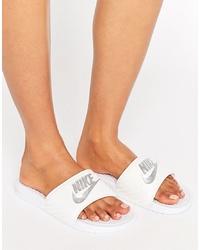 Sandales plates en caoutchouc imprimées blanches Nike