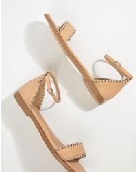 Sandales plates en cuir à clous beiges Missguided
