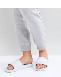 Sandales plates en cuir blanches Nike
