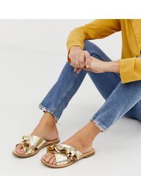Sandales plates en cuir dorées Miss Selfridge