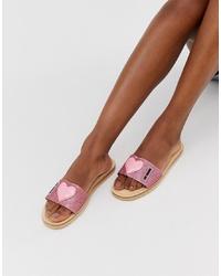 Sandales plates en cuir imprimées roses Love Moschino