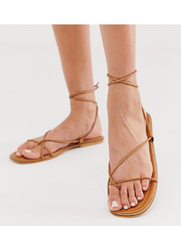 Sandales plates en cuir marron clair Missguided