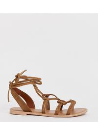 Sandales plates en cuir marron PrettyLittleThing