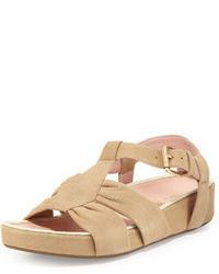 Sandales plates en daim beiges