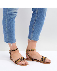 Sandales plates en daim imprimées léopard marron clair ASOS DESIGN