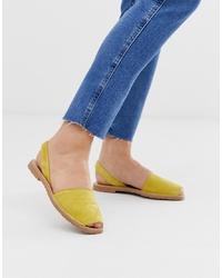 Sandales plates en daim moutarde SOLILLAS