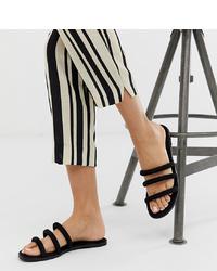 Sandales plates en daim noires New Look