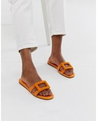Sandales plates en daim orange Mango