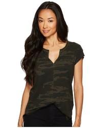 T-shirt à col en v camouflage vert foncé