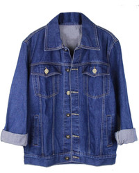 Associe une chemise en jean avec une veste en jean pour une tenue raffinée mais idéale le week-end.